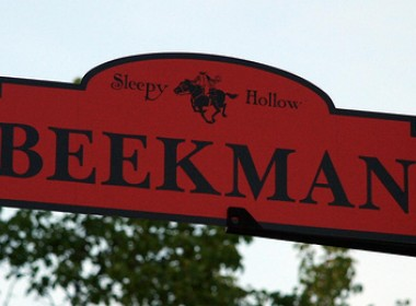 Beekman Ave Sign